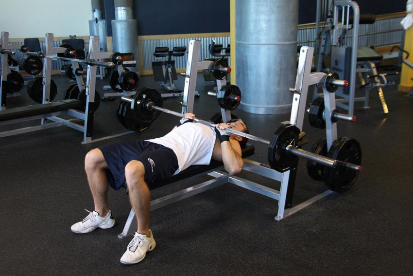 Triceps Workout Close Grip Bench Press - Train Body and Mind