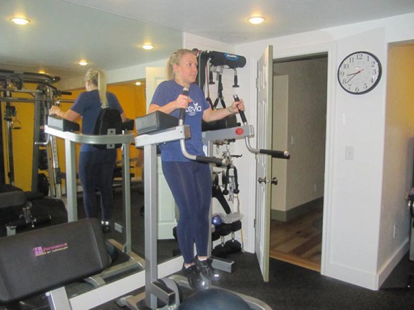 Abs Workout Captains Chair Leg Rise  Train Body and Mind