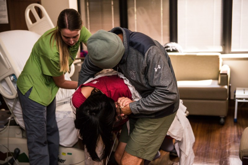 Doula Assists Couple in Hospital Birth ©Mamarazzi Photography