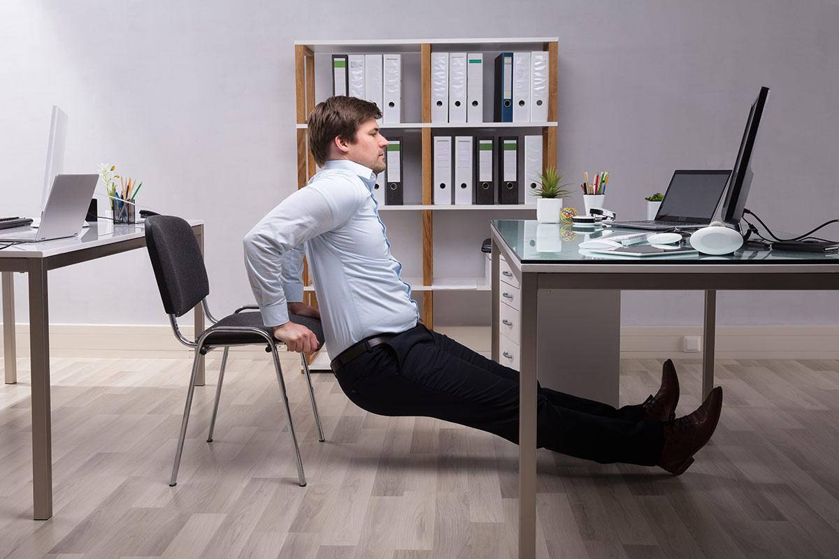 Zirkeltraining fr Zuhause Einfache bungen ohne Gerte  Trainingsplan