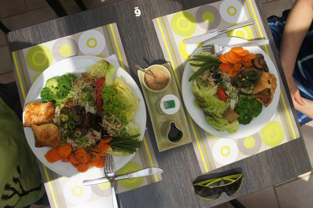 """A colorful vegan meal at the Bruges vegetarian restaurant """"De Bron."""""""
