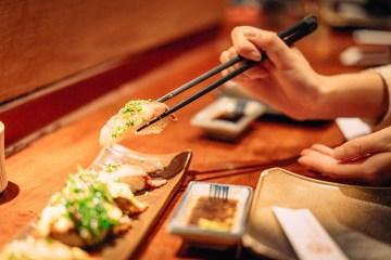 Déguster un plat japonais