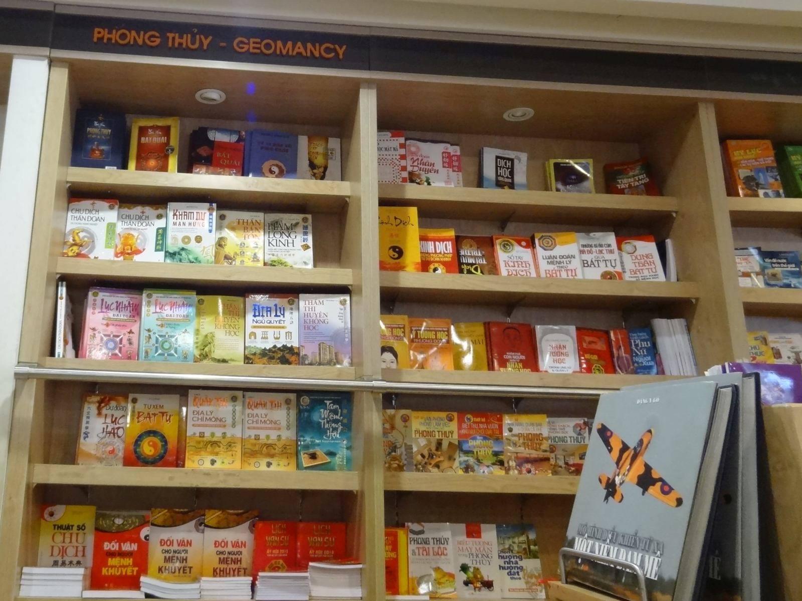 Księgarniany dział o geomancji