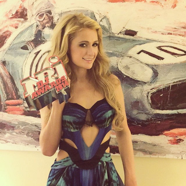 Paris Hilton wins Female DJ Of The Year award