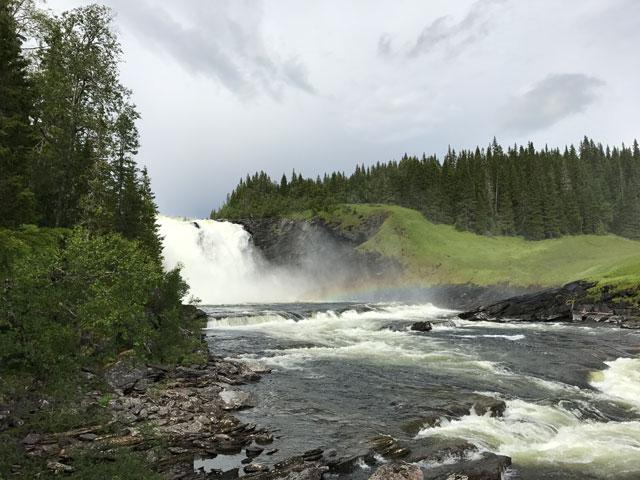 En fantastisk fin natur vid Tännforsens vattenfall.