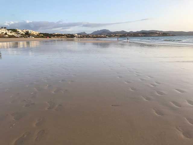 Härlig strand för löpning