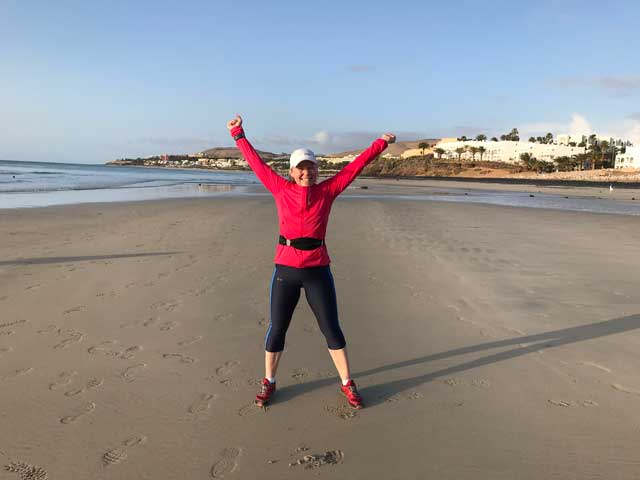 Morgonlöpning på stranden i Costa Calma