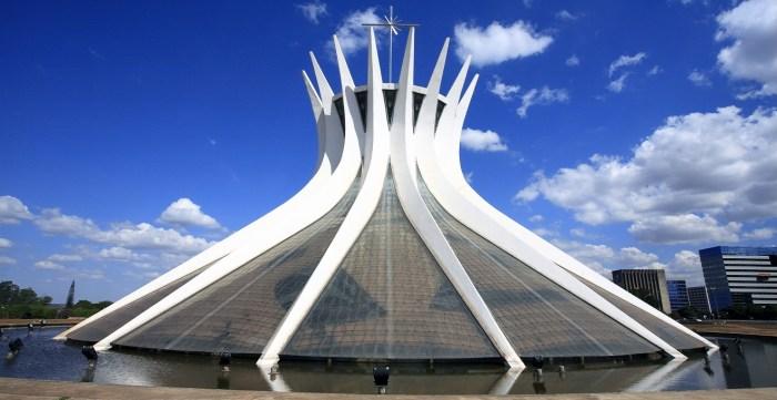Arquitetura Contemporânea no Brasil Catedral de Brasília - Lúcio Costa