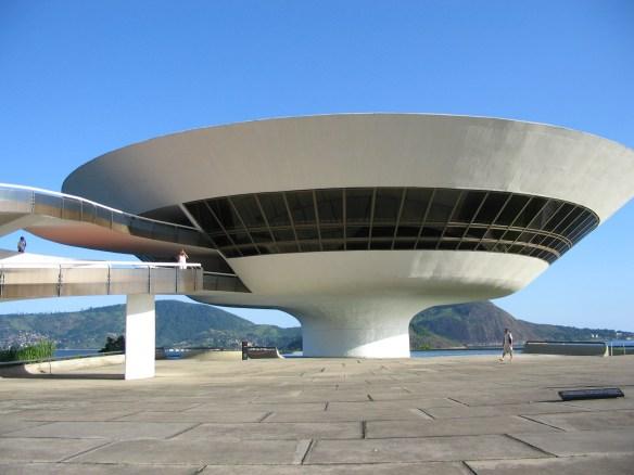 a Arquitetura Contemporânea no Brasil Museu de Arte Contemporanea Niteroi - Oscar Niemeyer