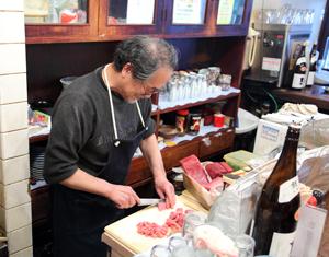 رستوران، متخصص در غذاهای دریایی در شهر نرا، ژاپن