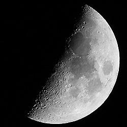 चंद्रमा का सतह क्षेत्र लगभग 3.793 x 10⁷ वर्ग किलोमीटर है