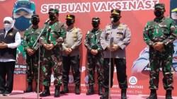 Gubernur Jatim, Panglima TNI, dan Kapolri Tinjau Pelaksanaan Vaksinasi Masal di Lapangan Thor Surabaya