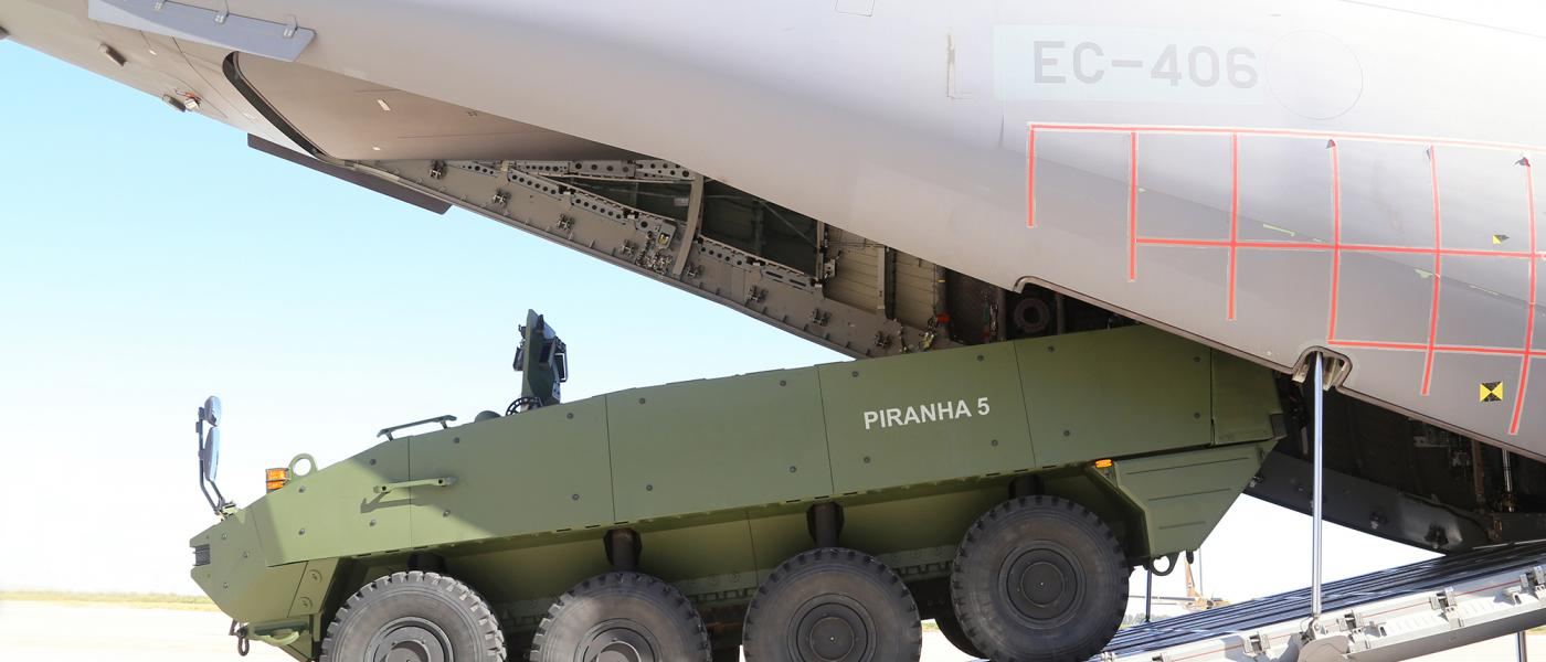 piranha_5_loaded_in_airbus_a400m_001gdelsairbus_defence_and_space