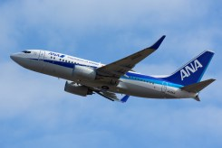 ALL NIPPON AIRWAYS-BOEING 737-700-JA10AN