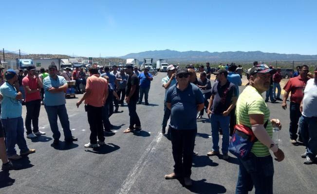 Operadores bloquean garita de Nogales con 900 camiones ...