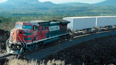Photo of Asi es la vida sobre un tren de carga