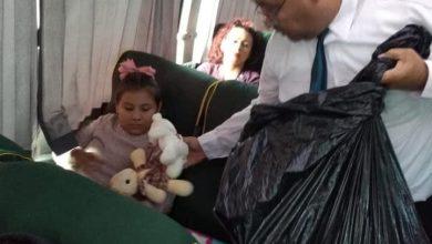Photo of Operador reparte juguetes a sus pasajeros en Navidad