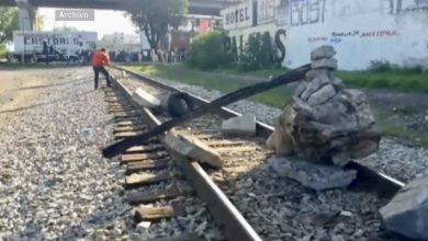 Photo of Desalojan a normalistas de las vías en Michoacán