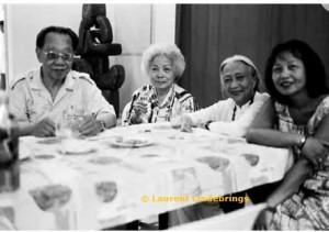 Tran Van Khë et ses amies - film Tran Van Khë et le Viet Nam