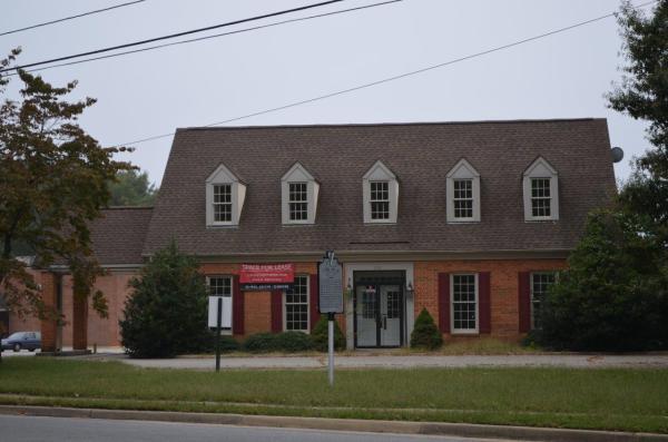 Former Bank Branch Busy Corner Location FX4468