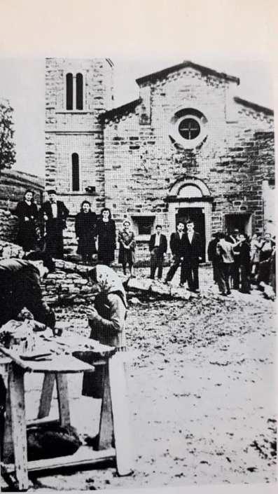 1952 Festa a Strabatenza. In primo piano il venditore di dolciumi