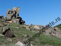 formatiune-de-pietre-in-muntii-macin