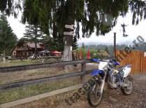 Cabana-Poiana-Secuilor_motocicleta