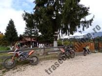 Cabana-Poiana-Secuilor_motociclete