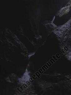 Cascada in pestera