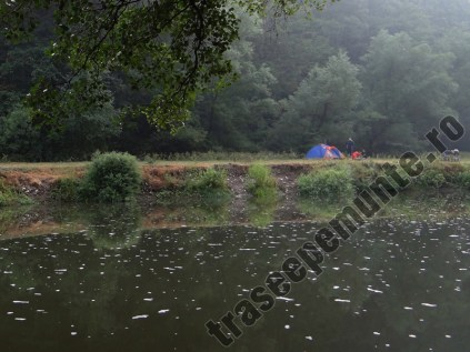 Camping langa Lacul Dracului