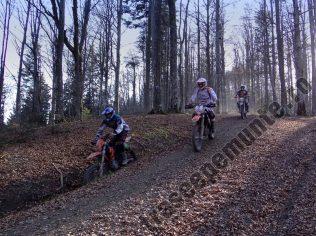 Motociclisti pe munte