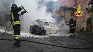 auto a gas collesanto incendio cronaca magione
