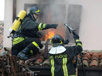 Incendio a Petrigano del Lago, è scoppiato all'agriturismo la Corte del Sole