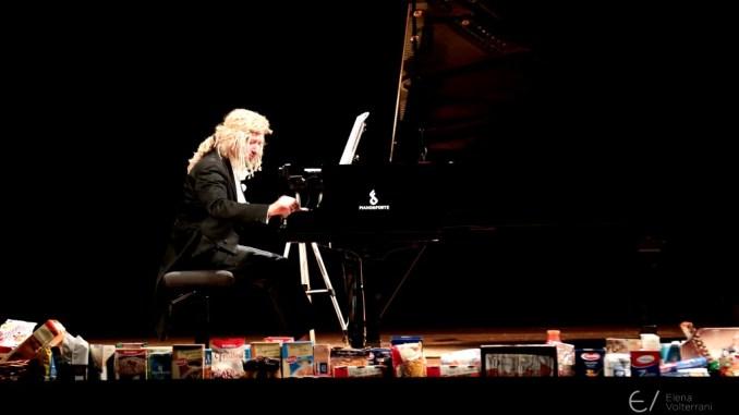 """Piano e solidarietà con """"concerto baratto"""" con Maurizio Mastrini a Citta' della Pieve"""