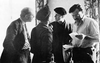 John Dos Passos al lado de Hemingway. Foto cortesía,