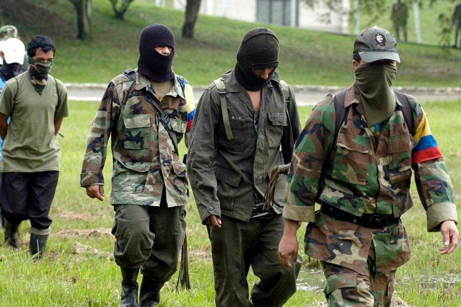 Paramilitares. Cuatro sicarios con pasamontaña