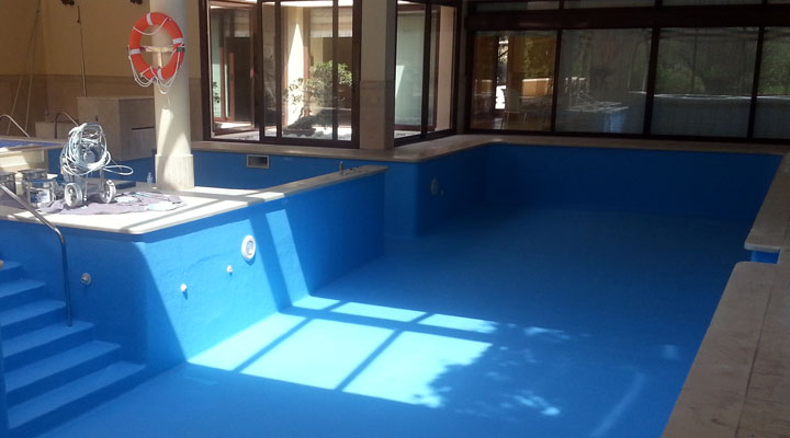 ¿Qué es mejor, una piscina de poliéster o de obra?