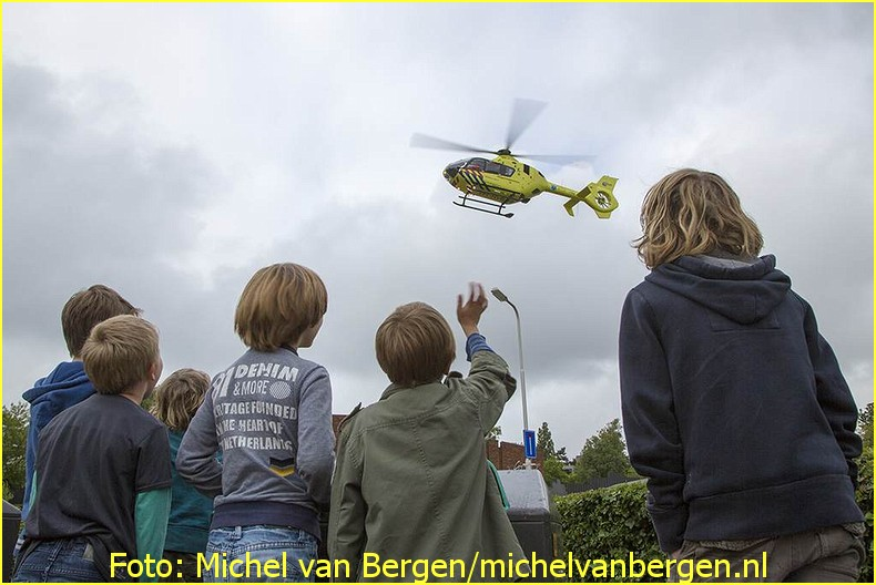 Lifeliner1 inzet Santpoort Zuid Foto: Michel van Bergen (15)