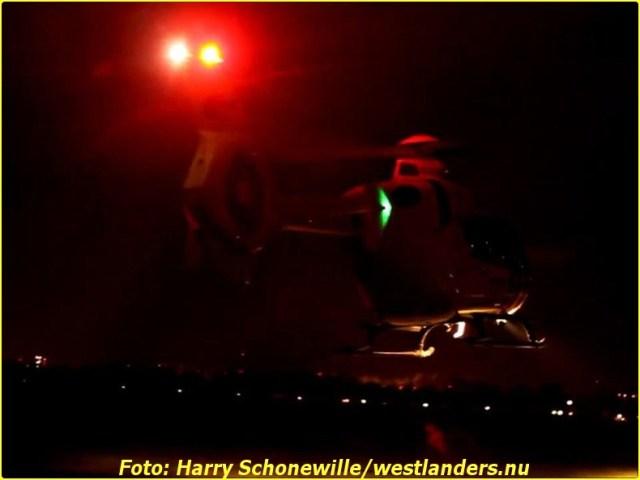 Auto op zijn kop te water aan de Haakweg161-BorderMaker