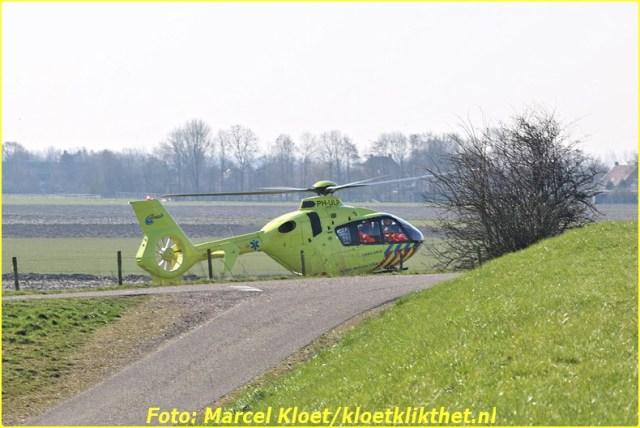 lifeliner bij ongeval zandkreekweg Wolphaartsdijk 5-3-2014 014-BorderMaker