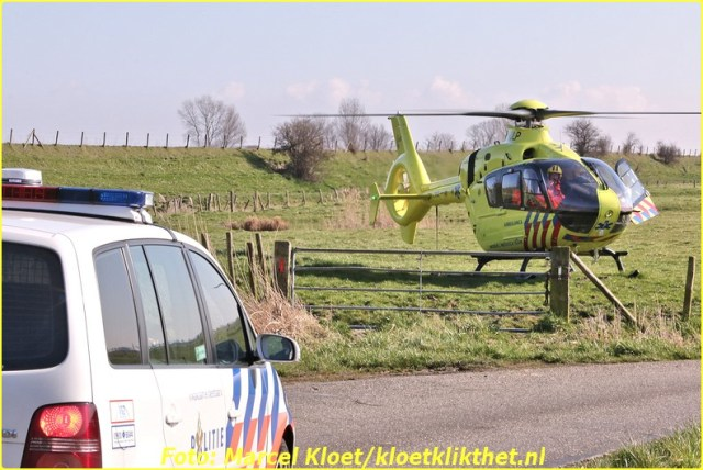 lifeliner bij ongeval zandkreekweg Wolphaartsdijk 5-3-2014 106-BorderMaker