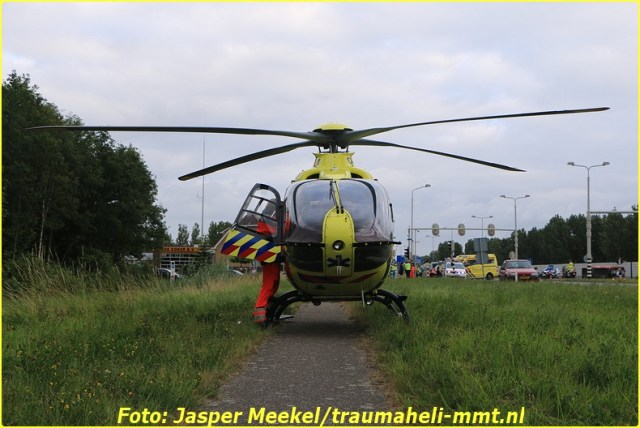 2014 0619 Traumaheli Inzet Ijweg te Hoofddorp 010 (9)-BorderMaker