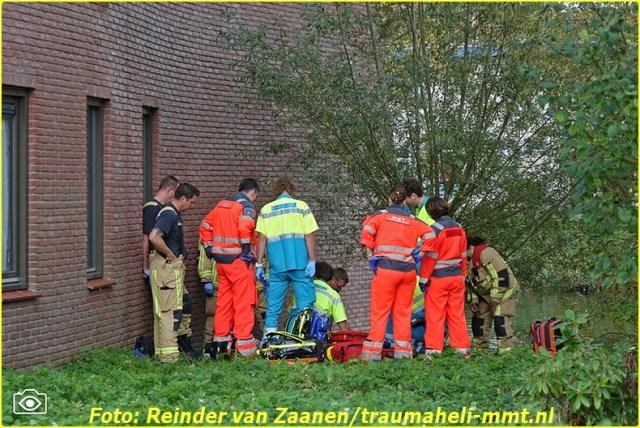 2014 10 20 RVZC20102014_Traumaheli_01_Drenkeling_uit_het_water_gehaald_Kagelinkkade_Amsterdam_Zuidoost (1)-BorderMaker