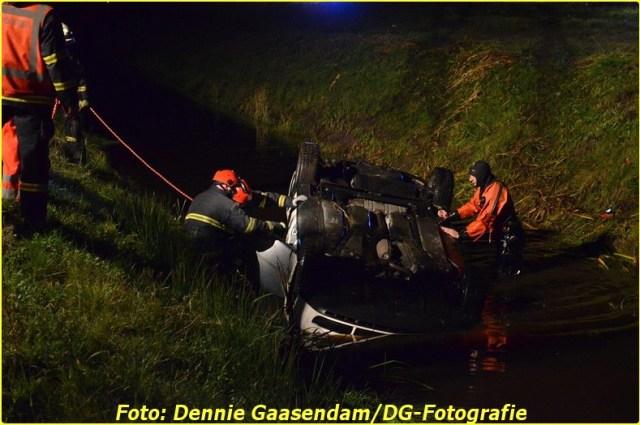 2014 11 24 auto te water op de n33 bij wildervank (5)-BorderMaker