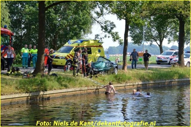 2015 07 04 ter apel Automobilist te water na ongeval-1 (4)-BorderMaker