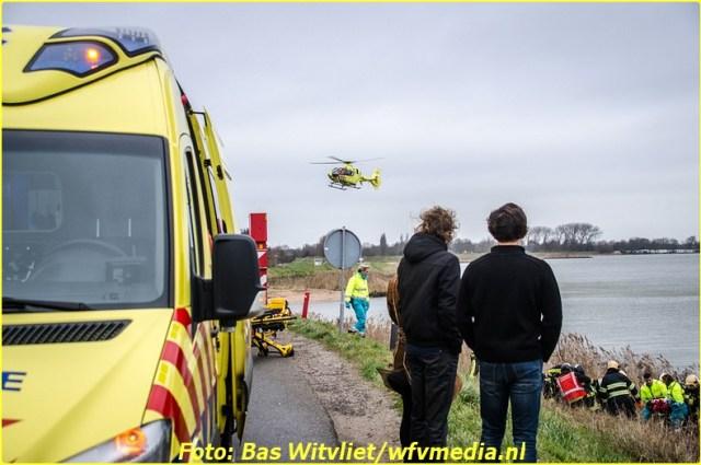 20161225_ivstudio_venhuizen-zuiderdijk_ongeval-1-bordermaker
