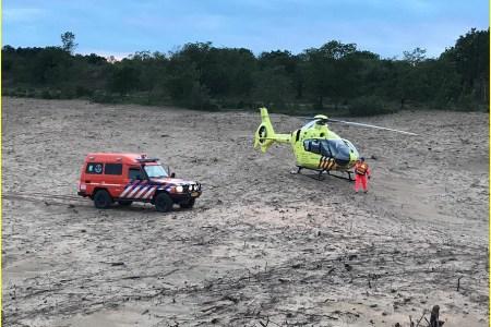 Hulpdiensten naar duingebied bij Egmond-Binnen...