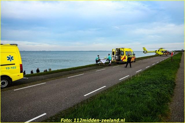 Traumahelikopter_ter_plaatse_voor_persoon_te_water_in_Wemeldinge (7)_resized-BorderMaker