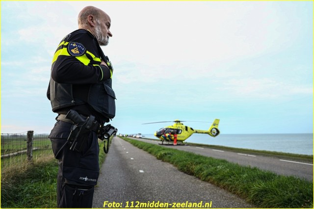 Traumahelikopter_ter_plaatse_voor_persoon_te_water_in_Wemeldinge (8)_resized-BorderMaker