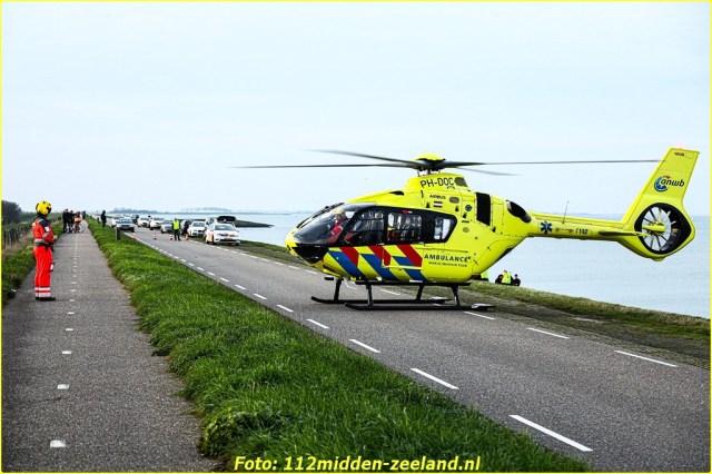 Traumahelikopter_ter_plaatse_voor_persoon_te_water_in_Wemeldinge (9)_resized-BorderMaker